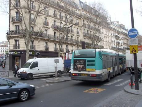 bus parisien chateau rouge